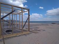 На центральном пляже Кирилловки обустраивают аллею