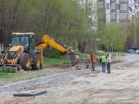 На Школьной в центре Запорожья укладывают новый тротуар – как продвигается реконструкция
