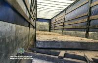 В Запорожье остановили фуру, груженную крадеными с мостов плитами