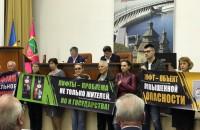 Запорожцы пикетировали сессию горсовета из-за аварийных лифтов