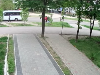 У молодой девушки, сбитой на Бабурке маршрутчиком, перелом черепа (Видео)