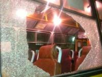 Хулиганы за вечер побили окна  в городском автобусе и трамвае