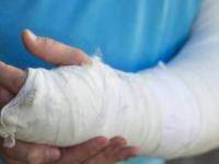 В Запорожье пассажирка выпала из машрутки – пострадавшую прооперировали