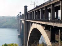 В Запорожье молодая девушка выжила после падения с моста Преображенского