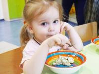 Запорожских малышей плохо кормят – в департаменте образования шлют отписки