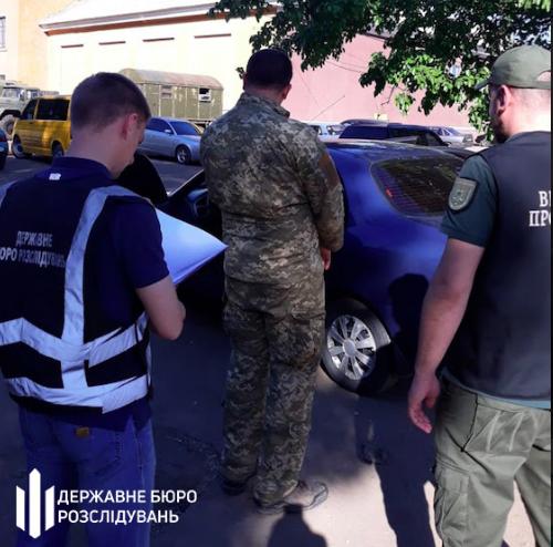 Работник запорожского военкомата обещал бывшей оставить ее в покое за 40 тыс. гривен