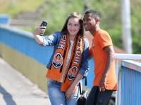Игроки донецкого «Шахтера» прогулялись по Запорожью и сделали десятки фото с фанатами