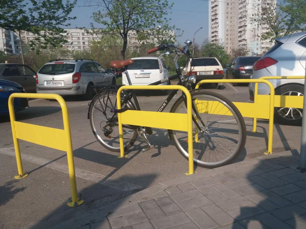 """А возле """"Макдональдса"""" парковать велосипед можно"""