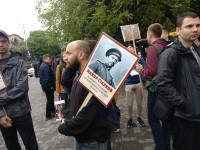 Плакаты с супер-героями vs. георгиевские ленты: в Запорожье на День победы собрались участники двух митингов