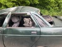 Первыми выбрались дети: в Запорожье авто несколько раз перевернулось (Видео)