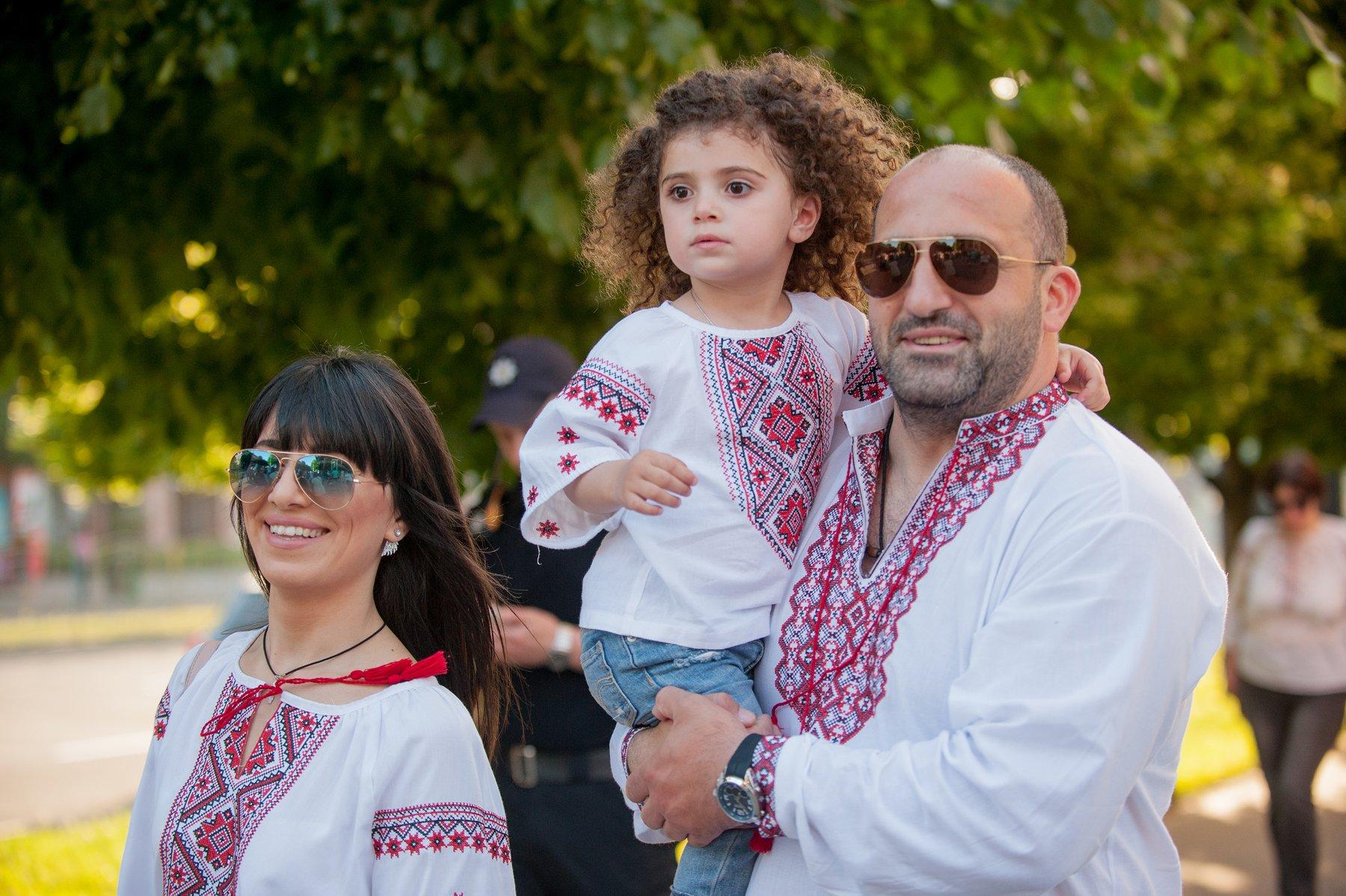 Самый патриотичный марш года: 12 фото о том, как запорожцы отметили День вышиванки