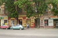 В старой части Запорожья самовольно покрасили в «веселые цвета» историческое здание