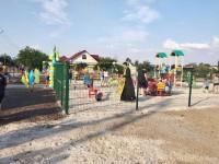 В запорожском селе, где половину населения составляют дети, открыли современную площадку (Фото)
