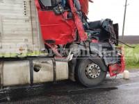 Под Бердянском фура врезалась в припаркованный колбасный грузовик – двое пострадавших