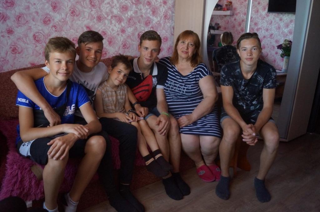 Подростки навестили 9-летнего мальчика, которого спасли из воды