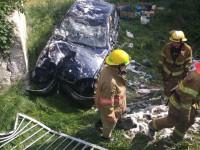 В Мелитополе машина слетела с моста и загорелась