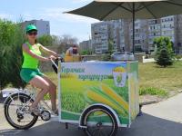 Бизнес на колесах: как пара из Запорожской области организовала продажу кукурузы