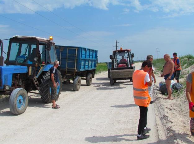 Коммунальщики вывезли из заповедной зоны под Кирилловкой 20 тонн мусора после отдыхающих