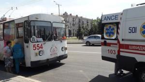 Водитель запорожского троллейбуса потерял сознание за рулем