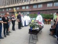 4 года на войне: В центре Запорожья на коленях простились с замкомандиром «Азова»