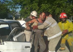 В Запорожской области случилось ДТП: из покореженной машины водителя доставали спасатели (ФОТО)