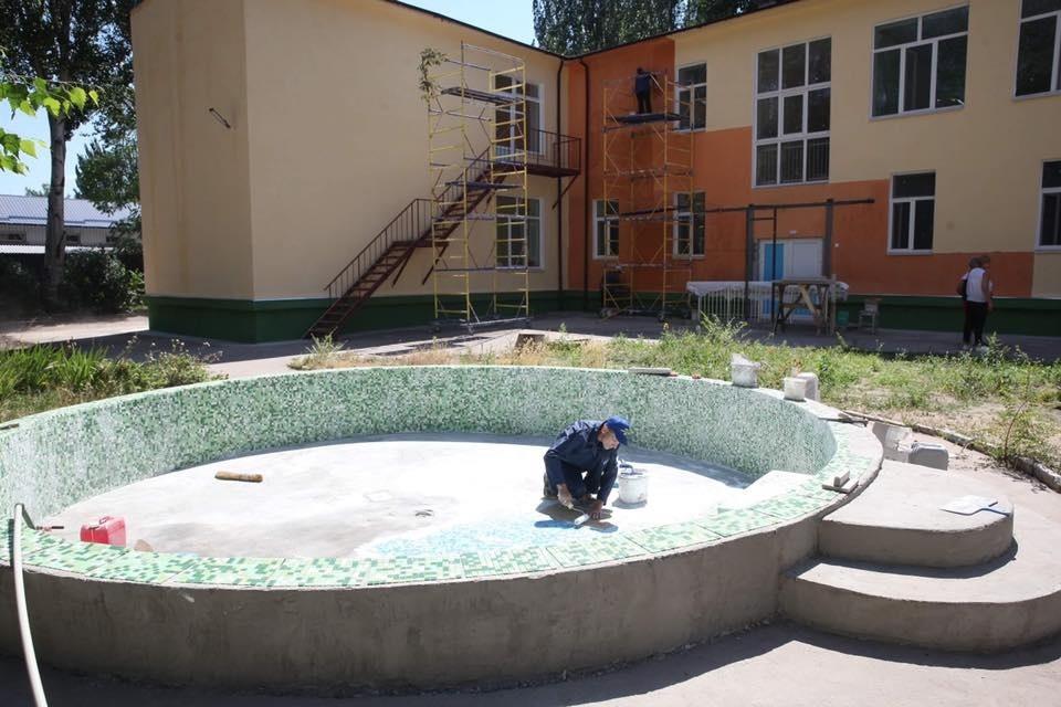На Кичкасе заканчивают реконструкцию детсада с бассейном (Фото)