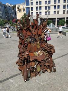 «Железный трон» из Запорожья выставили на киевском Майдане