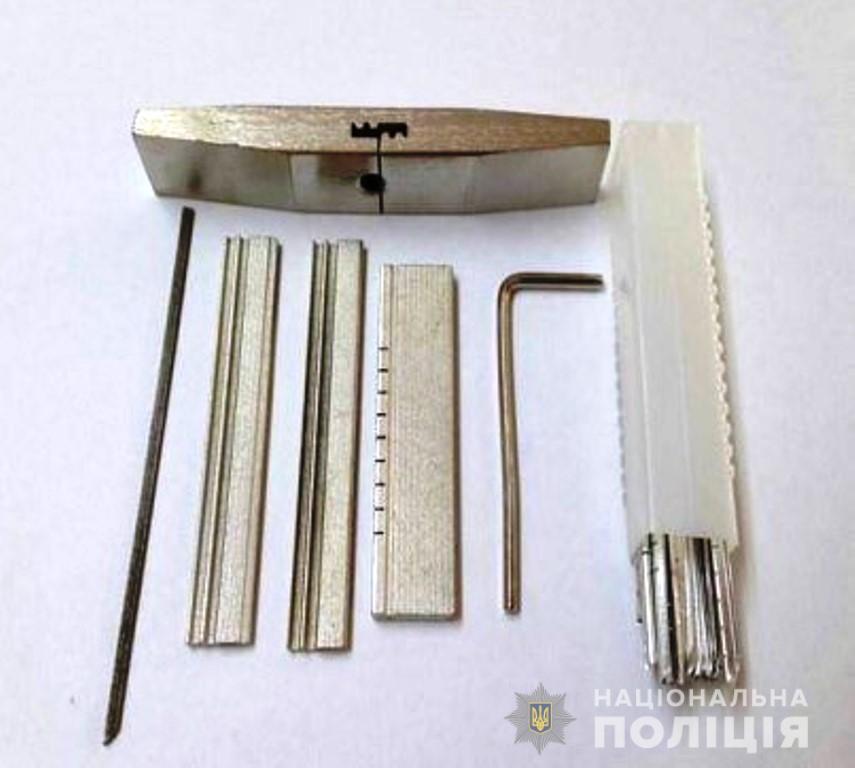 В Запорожье по горячим следам задержали двух домушников (Фото)