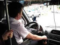 Запорожским маршрутчикам запретят слушать радио и обяжут быть вежливыми