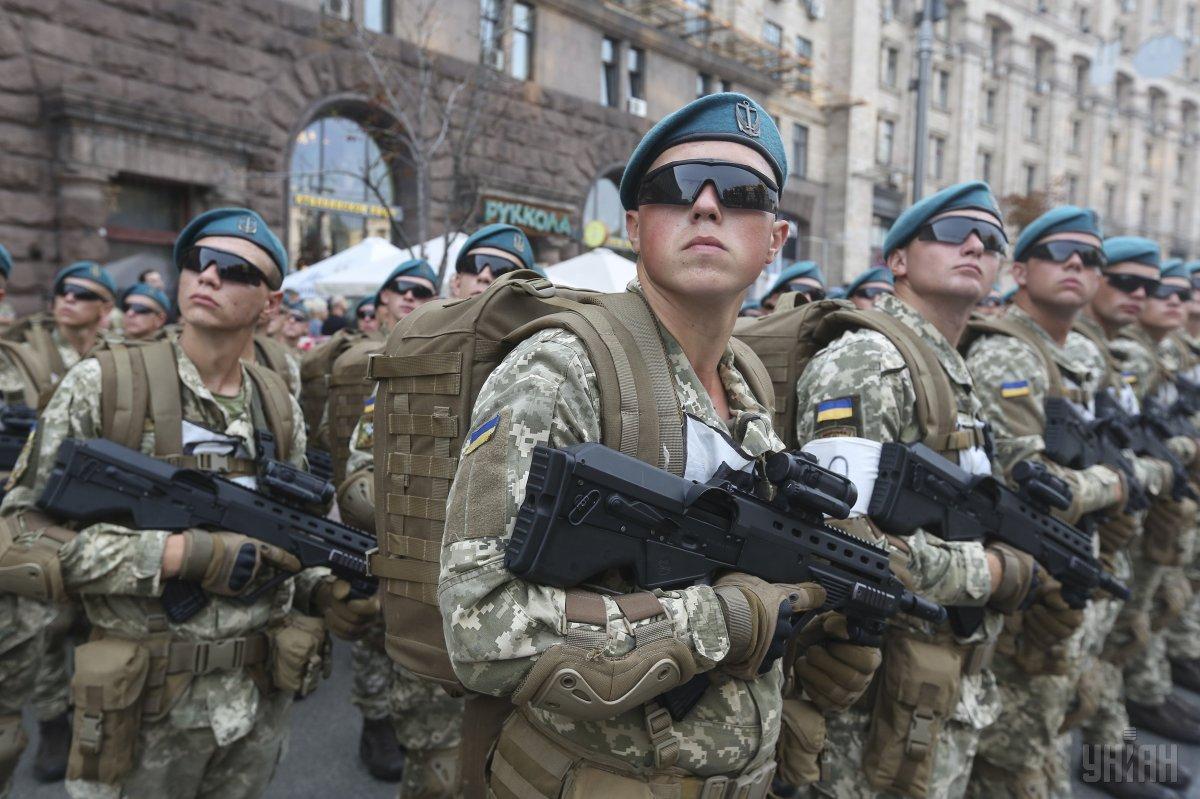 """""""Помпезный и точно недешевый"""": Зеленский отменил парад ко Дню независимости"""