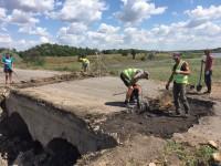 Под Запорожьем приступили к ремонту обрушившегося моста (Фото)