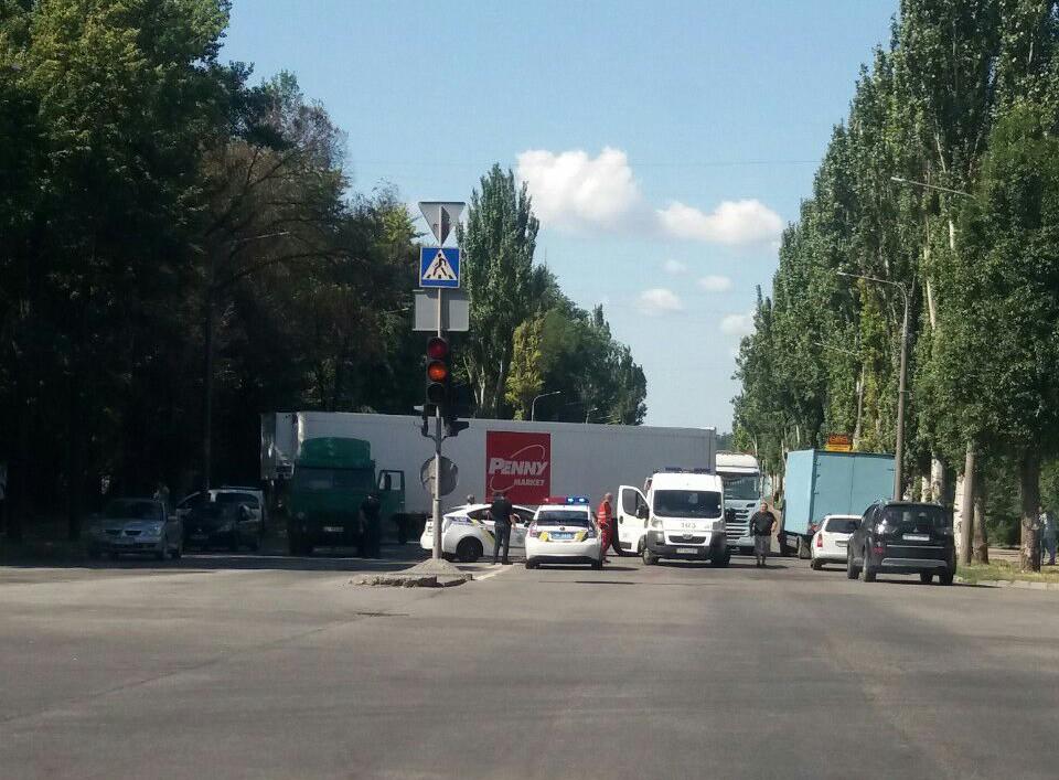 В Запорожье прямо за рулем от сердечного приступа умер водитель фуры