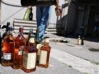 В Запорожье слили в канализацию содержимое 250 бутылок элитного алкоголя (Фото)