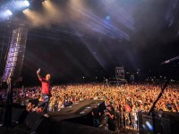 «Не голубое небо»:Вакарчук со сцены поднял проблему экологии в Запорожье