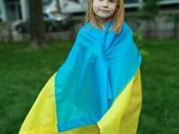 У рамках флешмобу від Запорізького осередку партії «Європейська Солідарність» понад 700 містян отримали державні прапори