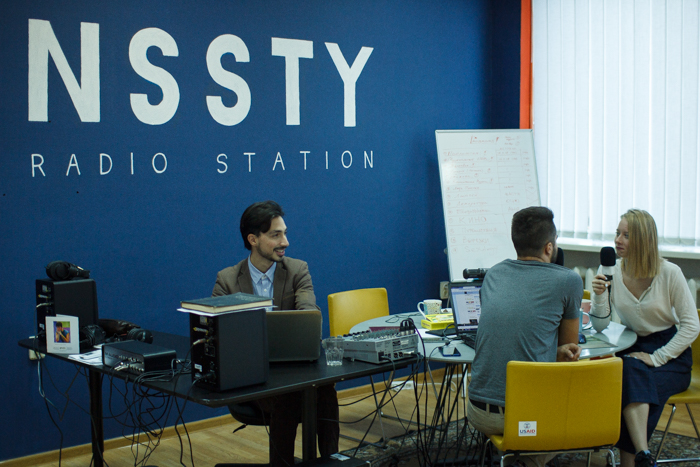 """""""ФМ-радио ничего нового слушателю не предлагает"""": как трое энтузиастов создали в Запорожье интернет-радиостанцию"""