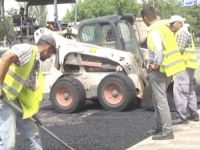 В Энергодаре ремонтируют все центральные дороги, внутридворовую горожане заделывают сами