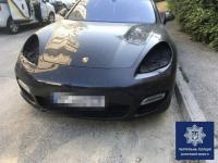 В запорожском дворе с Porsche Panamera сняли фары