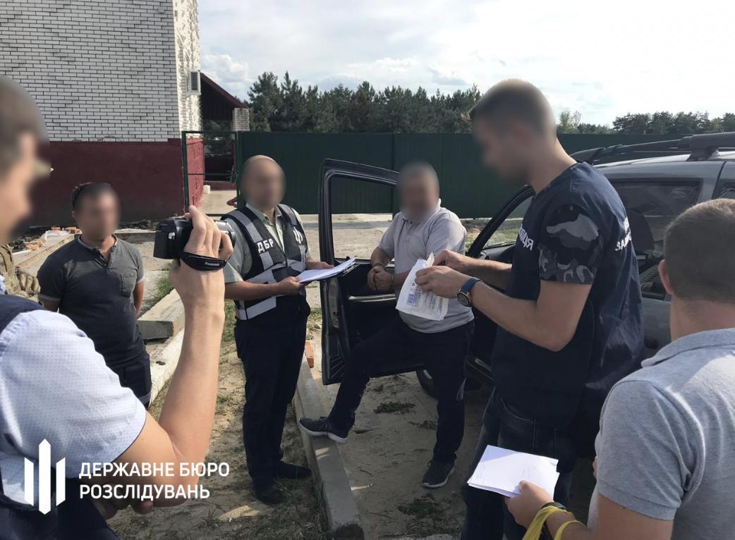 В Энергодаре спецназовцы задержали посреди улицы с крупной взяткой директора районного лесничества (Видео)