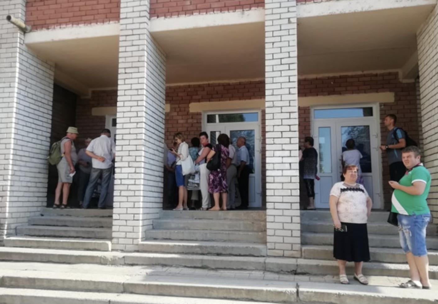 В Запорожье утро началось с очередей на избирательных участках