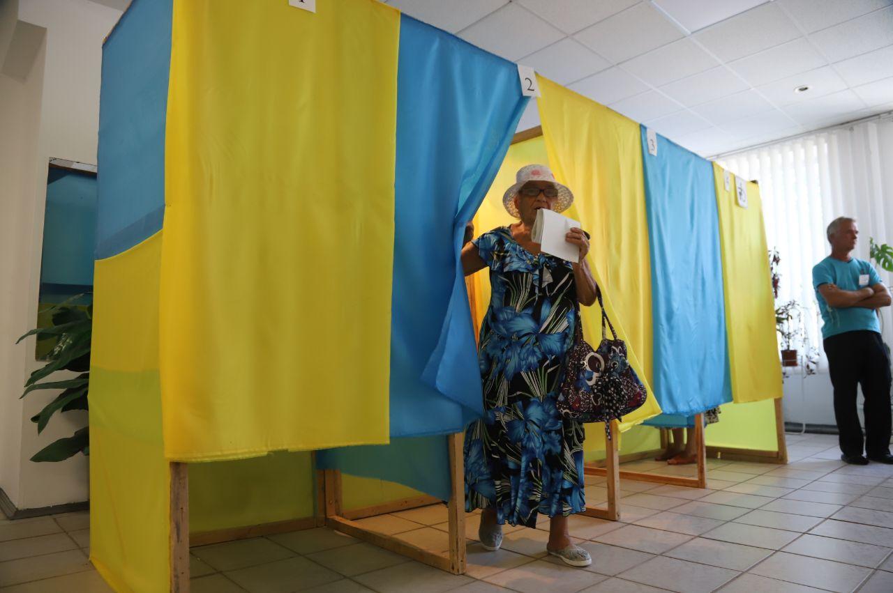 """Почти все округа в Запорожской области берут кандидаты от """"Слуги народа"""""""