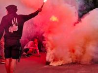 В Запорожье футбольные фанаты забросали автобус с иностранцами камнями