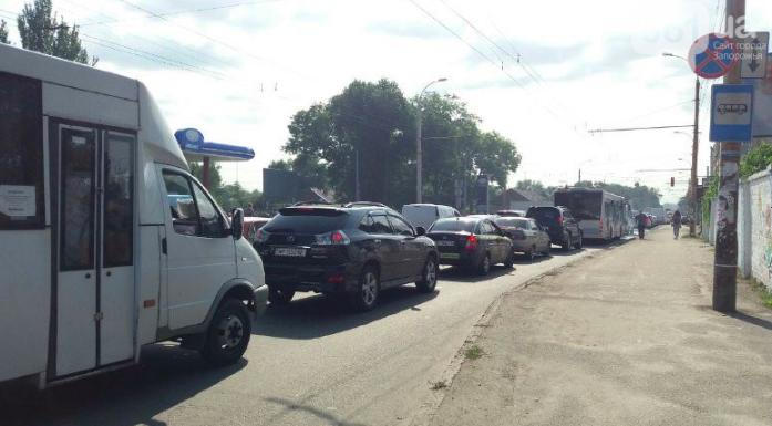 Запорожский активист просчитал, как победить пробки на мостах и плотине ДнепроГЭС – анализ
