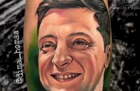 Украинцы бьют тату с изображением Зеленского