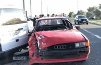 В Бердянске водитель «Ауди» врезался в три припаркованных авто и сбил семью