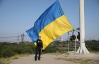 Под звуки оркестра: на Хортице подняли сине-желтый флаг (Фото)