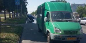 На Бабурке легковушка врезалась в маршрутку: пострадали пассажиры