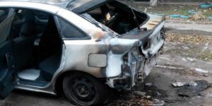 В Запорожье сожгли автомобиль таксисту (Фото)