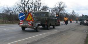 Специальная машина позволяет ремонтировать запорожские дороги даже в мороз