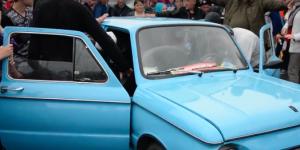 "В ""Запорожец"" поместили рекордное количество людей (Видео)"